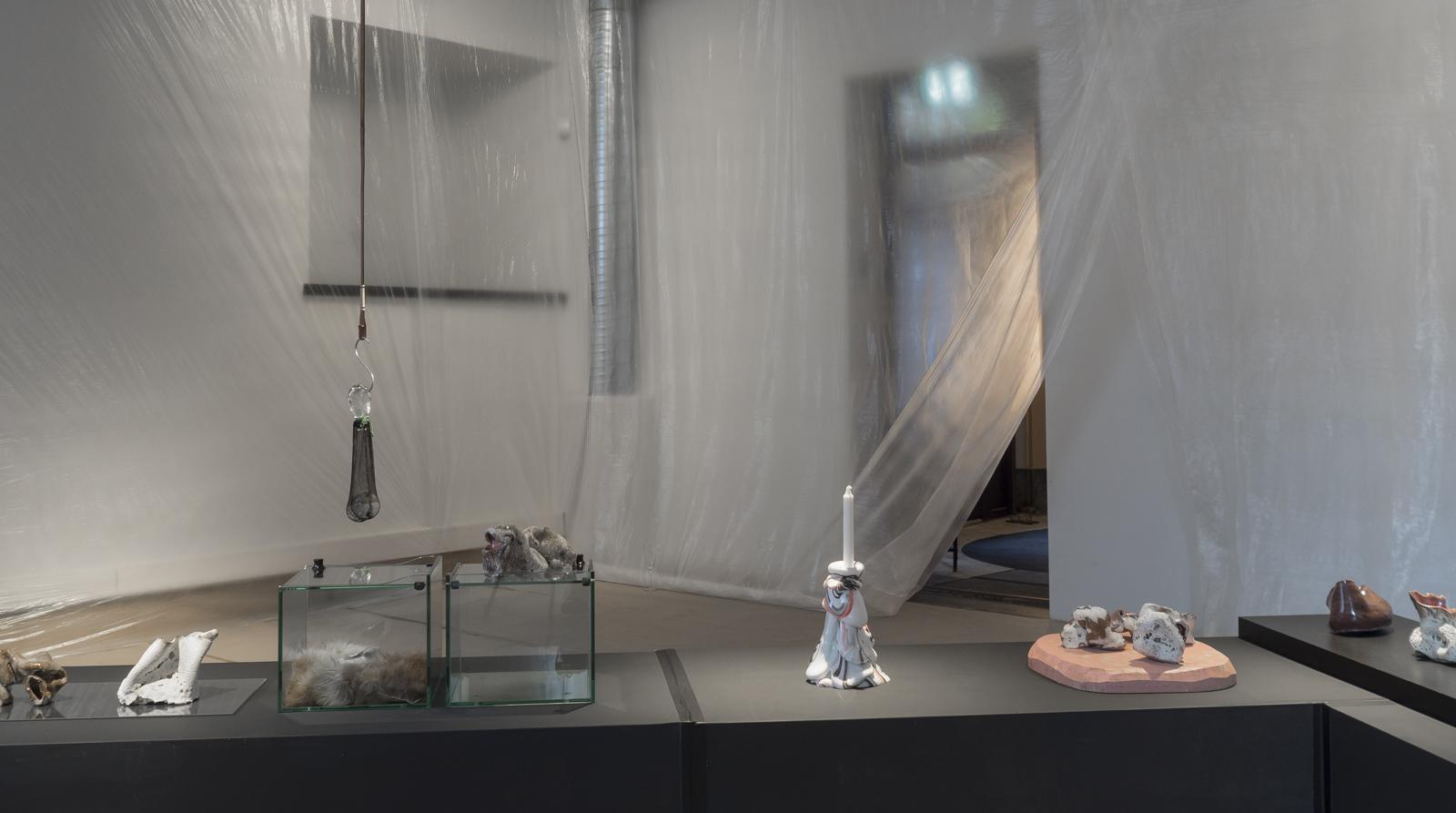 Installasjonsfoto av utstillingen Tête-à-tête. Foto: KRAFT