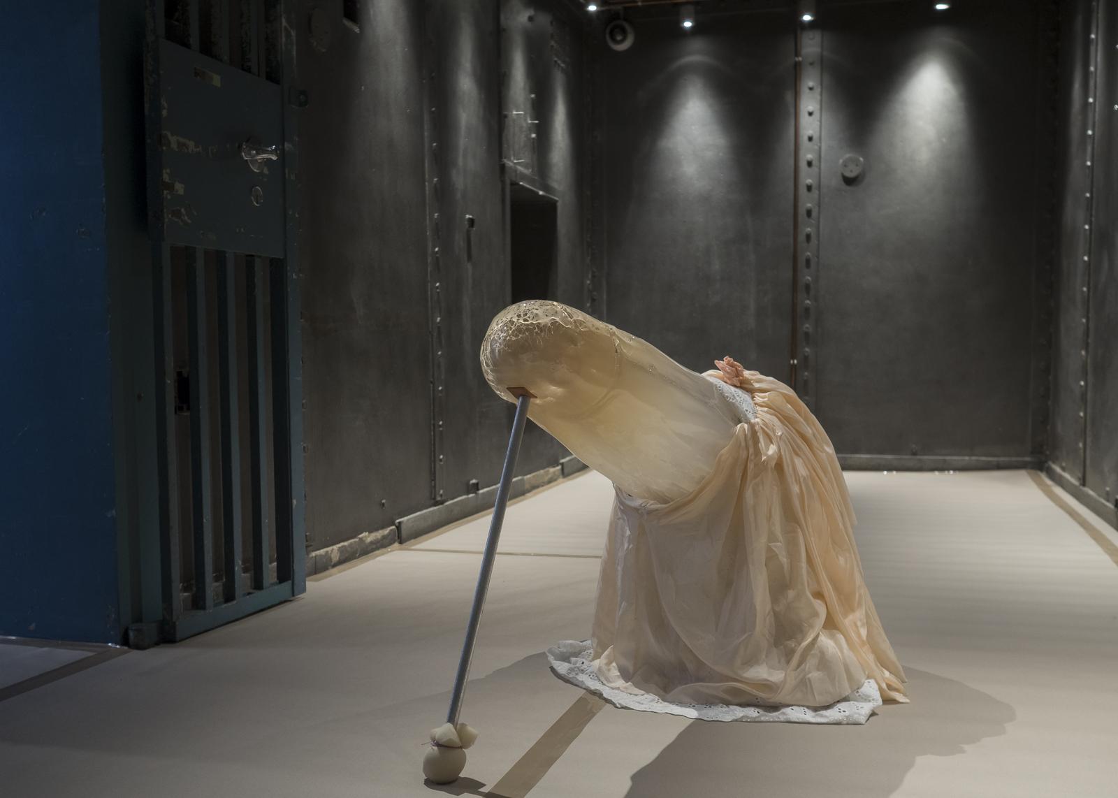 Åsa Jungelius,  BAM . Munnblåst glass og tekstil. Foto: KRAFT