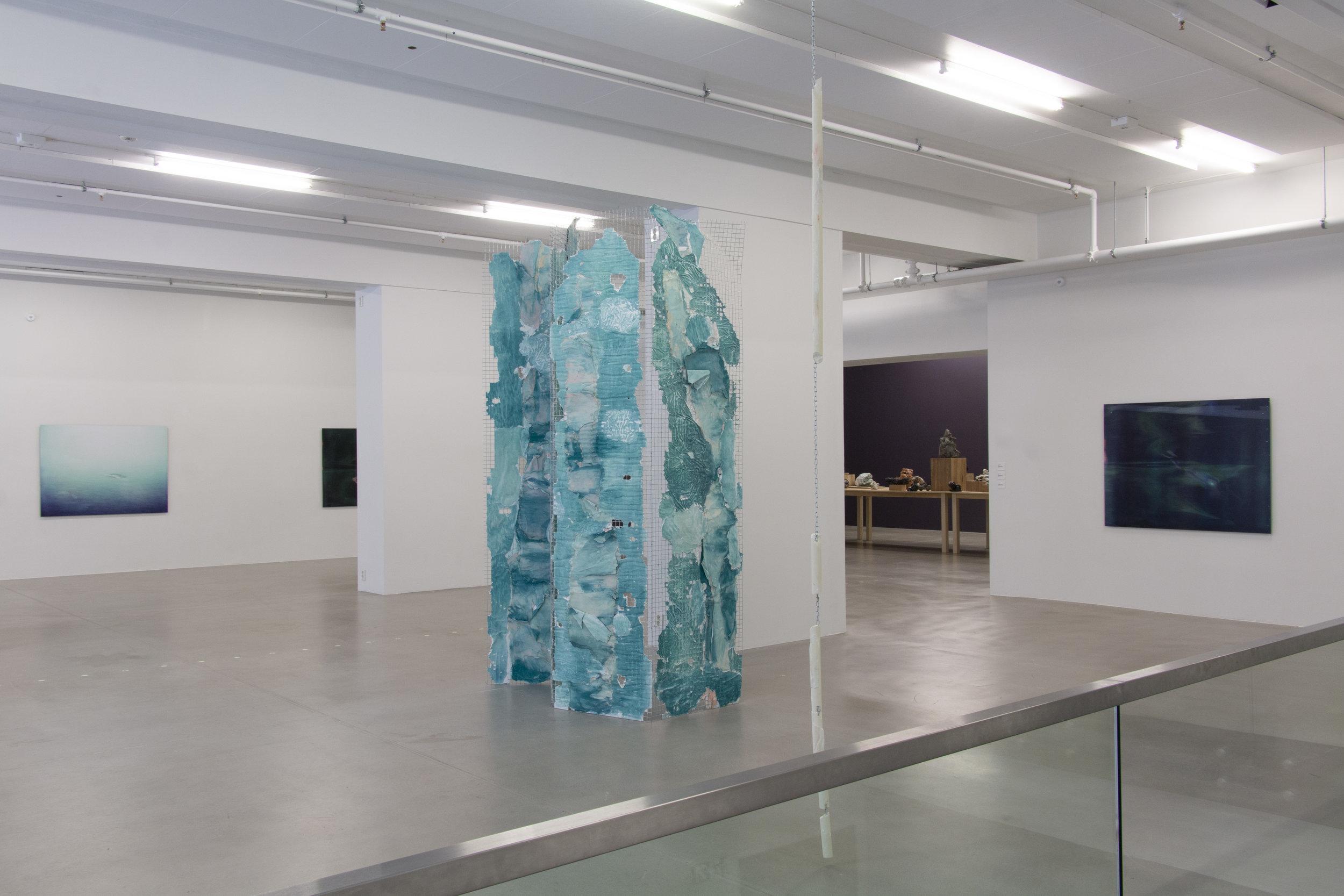 Installasjonsbilde med verk av Ann Iren Buan, Thora Dolven Balke og Brit Dyrnes. Foto: Aage A. Mikalsen / Kunsthall Trondheim