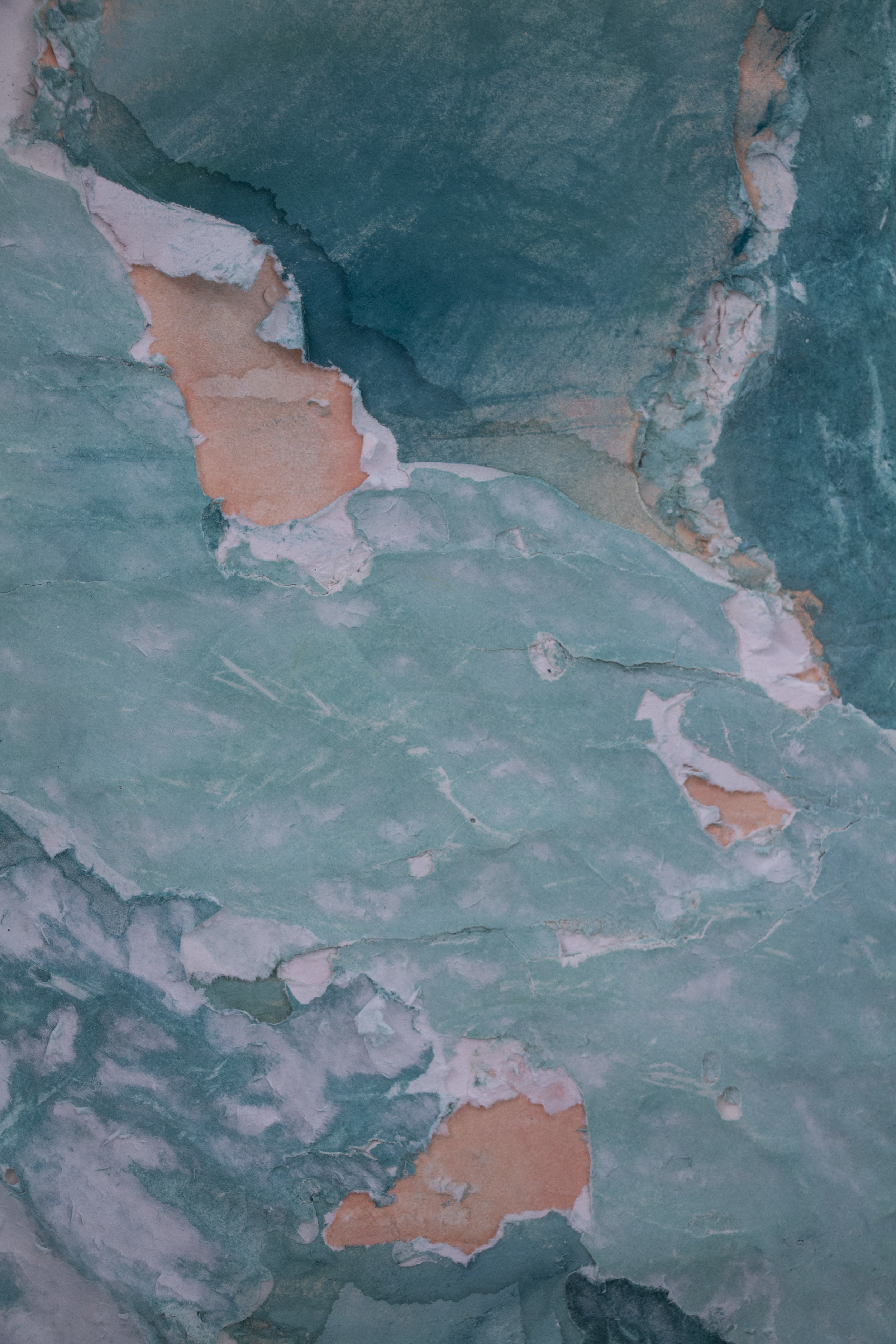 Ann Iren Buan, Castles (Dark Aqua), 2018. Detalj. Tørrpastell, papir, gips, Acrylic One, armering. Foto: Aage A. Mikalsen / Kunsthall Trondheim