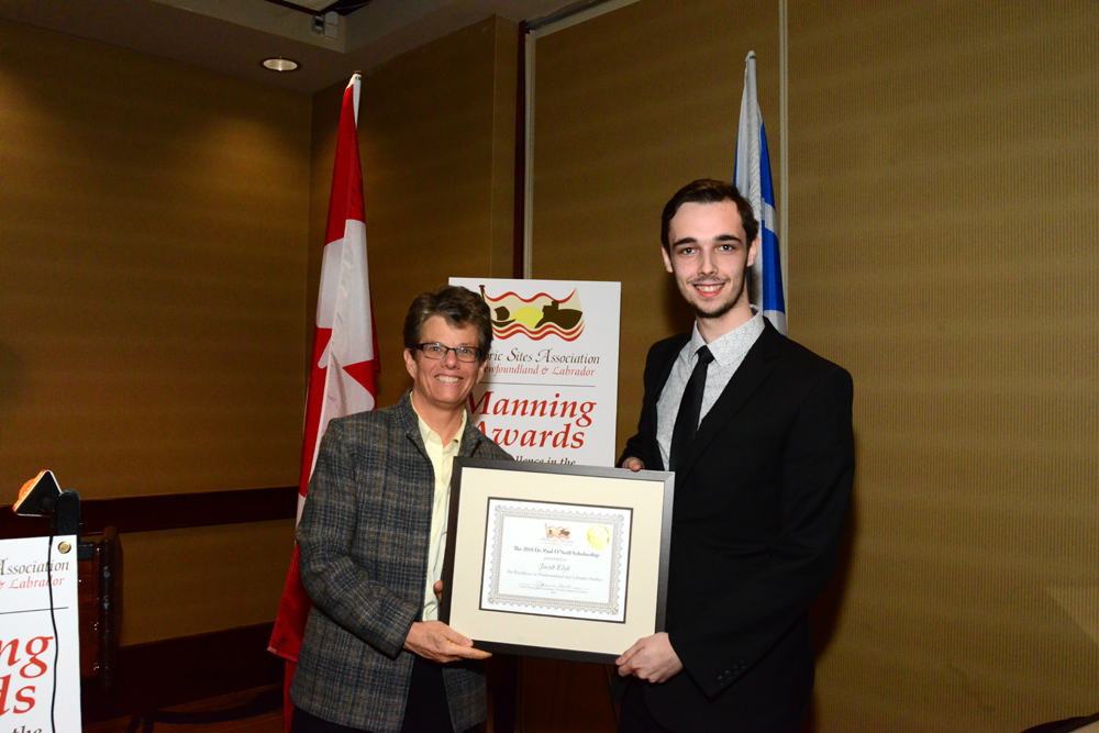 Jacob Elyk accepts the 2018 Dr. Paul O'Neill Scholarship