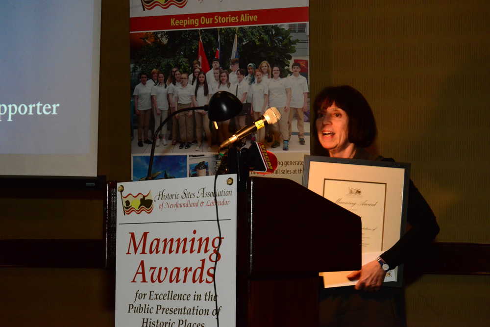 Linda White accepting the 2018 Outstanding Heritage Supporter Award
