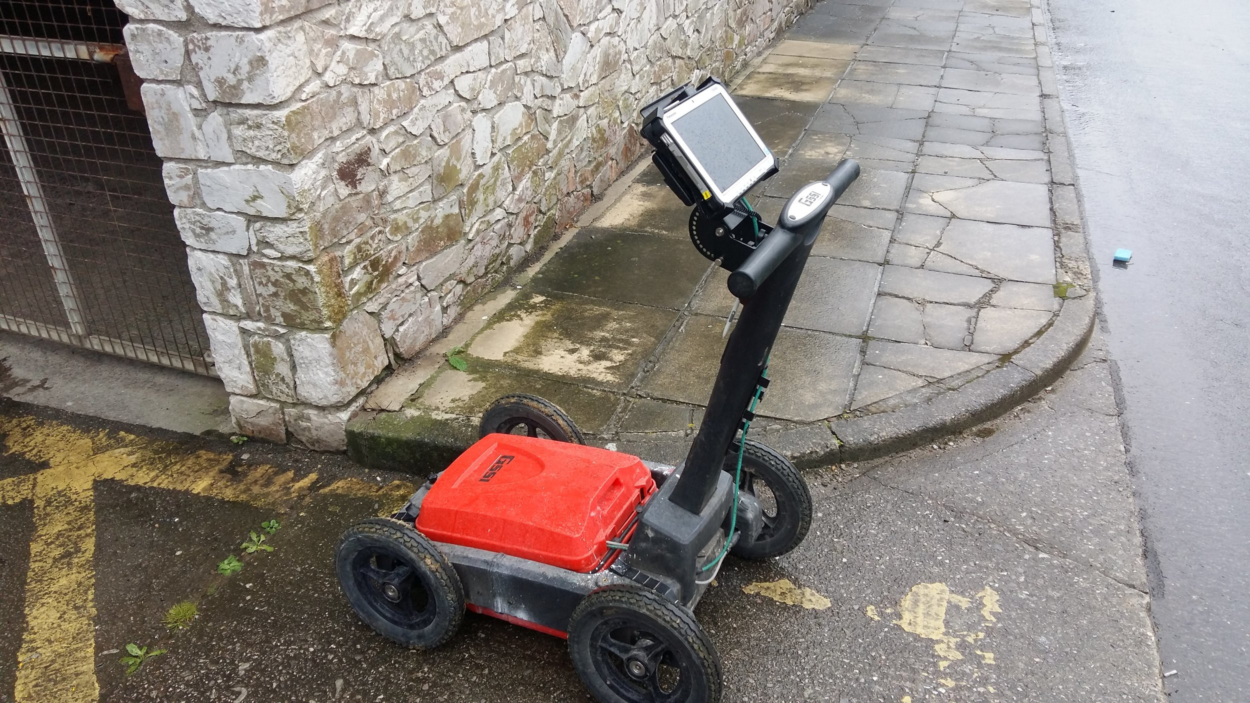 GSSI Dual Frequency   Ground Penetrating Radar   system