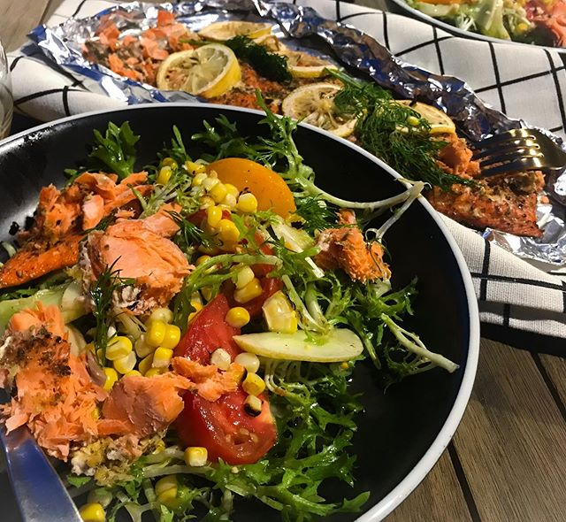 Happy Labor Day! Dining al fresco with a beautiful summer salad, made with all fresh, local ingredients: wild Alaskan sockeye salmon from @iliamnafishco, frisée, corn, heirloom tomatoes and lemon cucumbers all from @hollywoodfarmersmarketpdx #eatlocal #localflavors