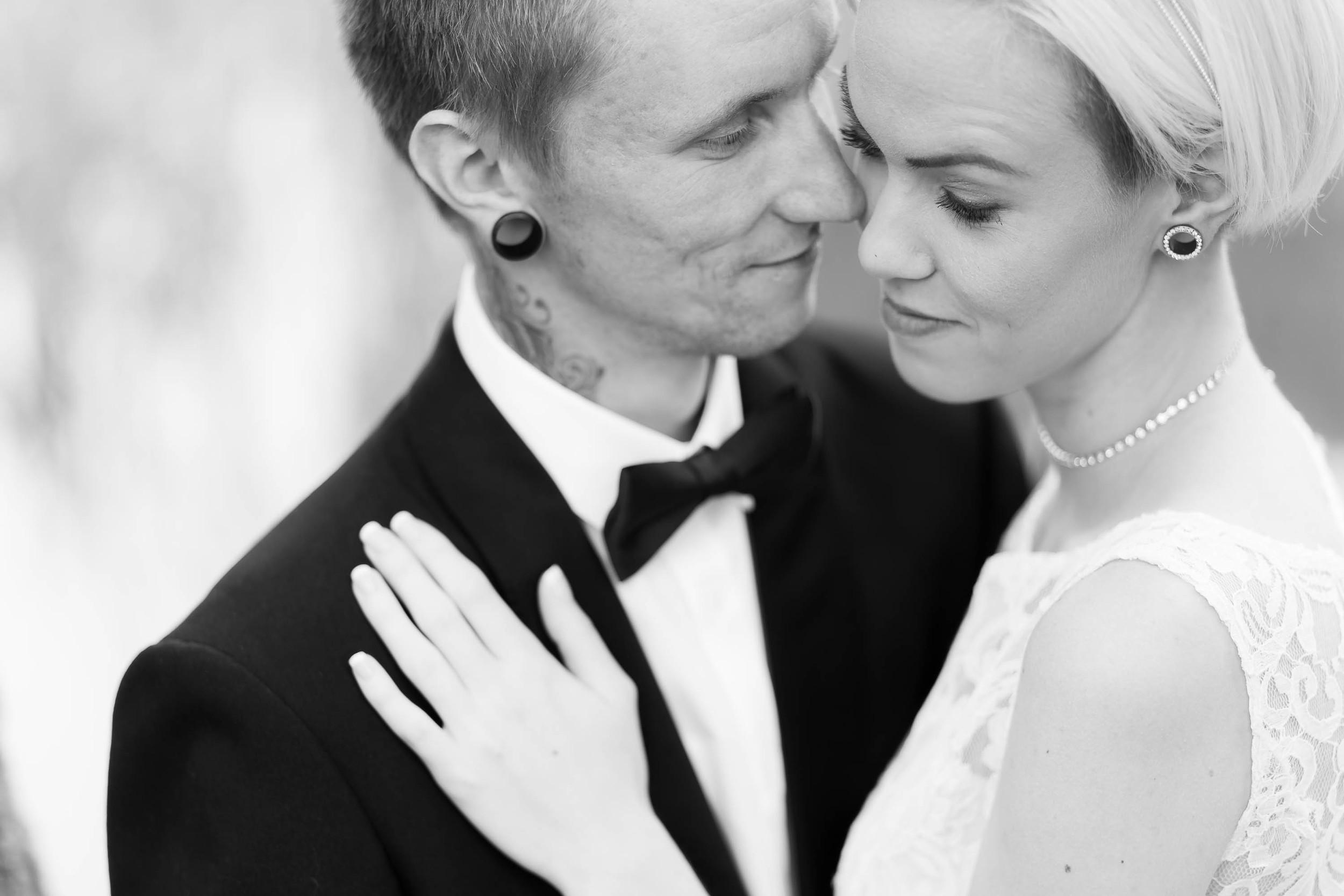 bryllupsbilde-par-sort-hvitt.jpg