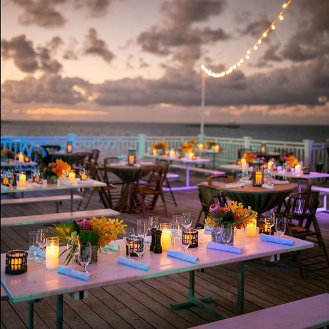 Sunsets, Sea Views and Candle light 🌊🥂🌅 * * * 📸 @thefdotlife  #sunset #bahamas #beach #candlelight #wedding #corporate #oceanclub @fsoceanclub #fourseasonsbahamas