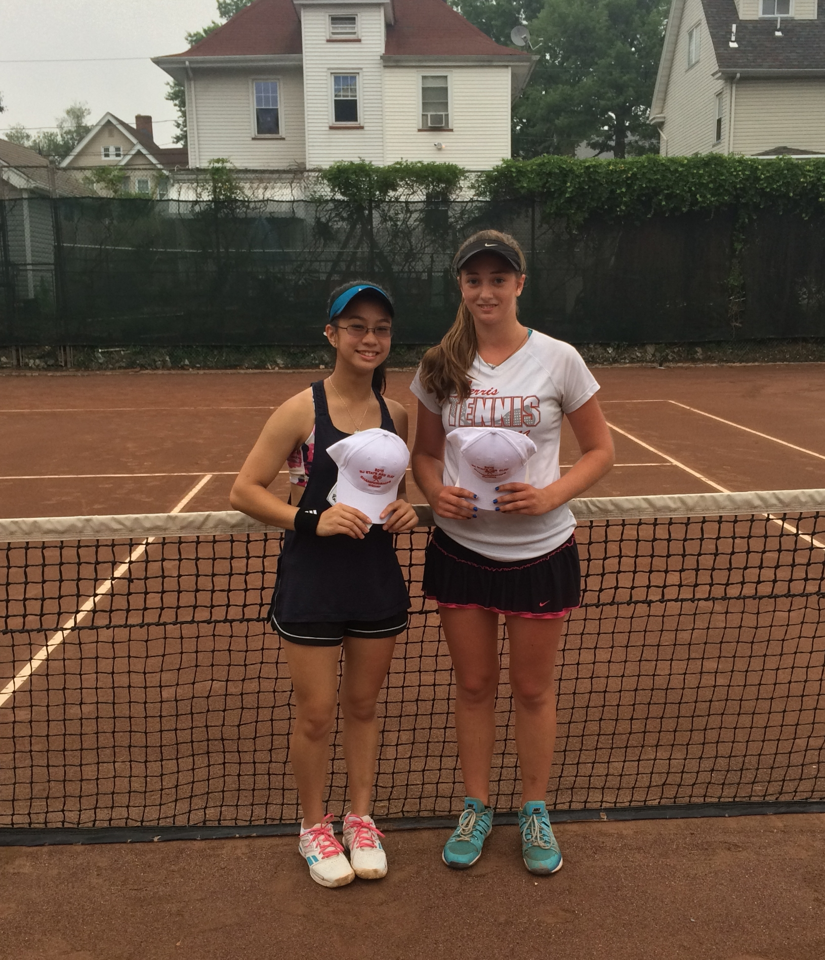 2015 Women's Open Winner, Andrea Cerdan (left) & Runner-up Courtney Provan (right)