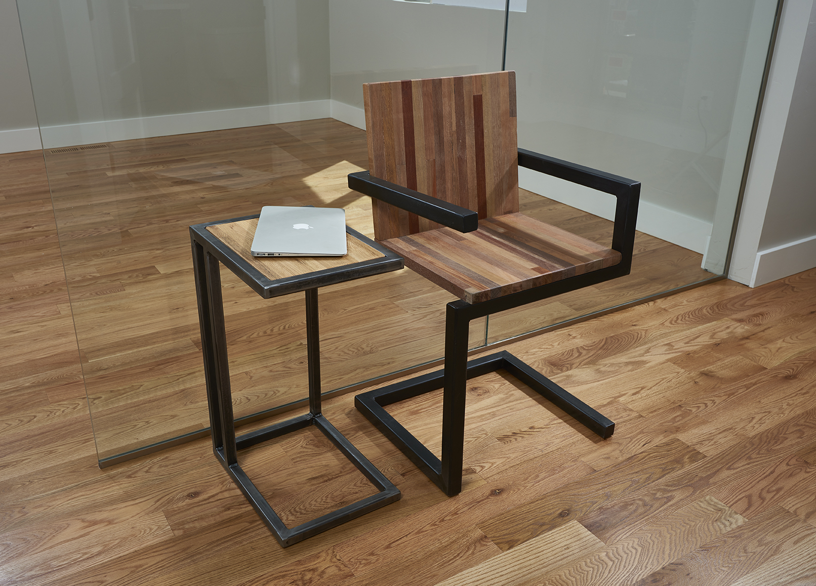 Art Chair with C-table