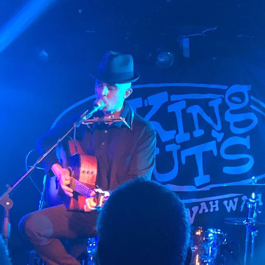 Blue mood at King Tut's. (Glasgow)