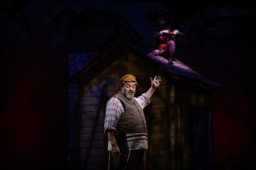 Bill Nolte starring as Tevye