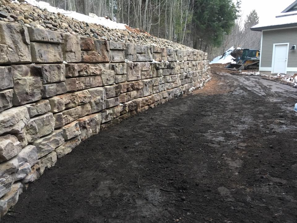 Ledgestone Rock Wall with topsoil