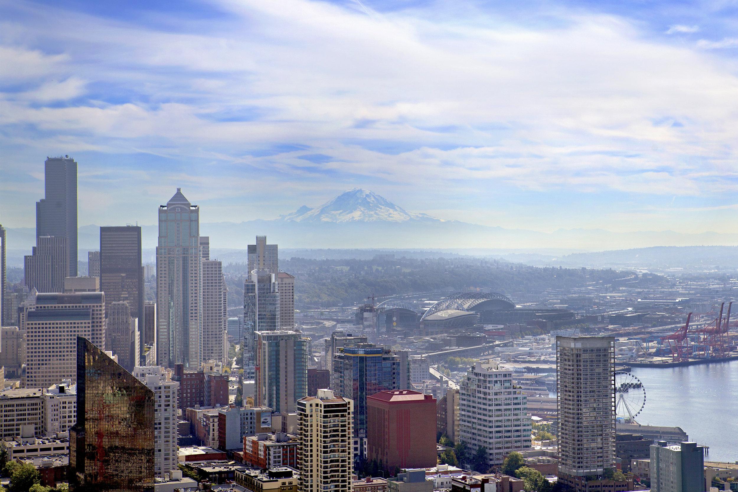 Seattle-315 and Mt Rainier.jpg