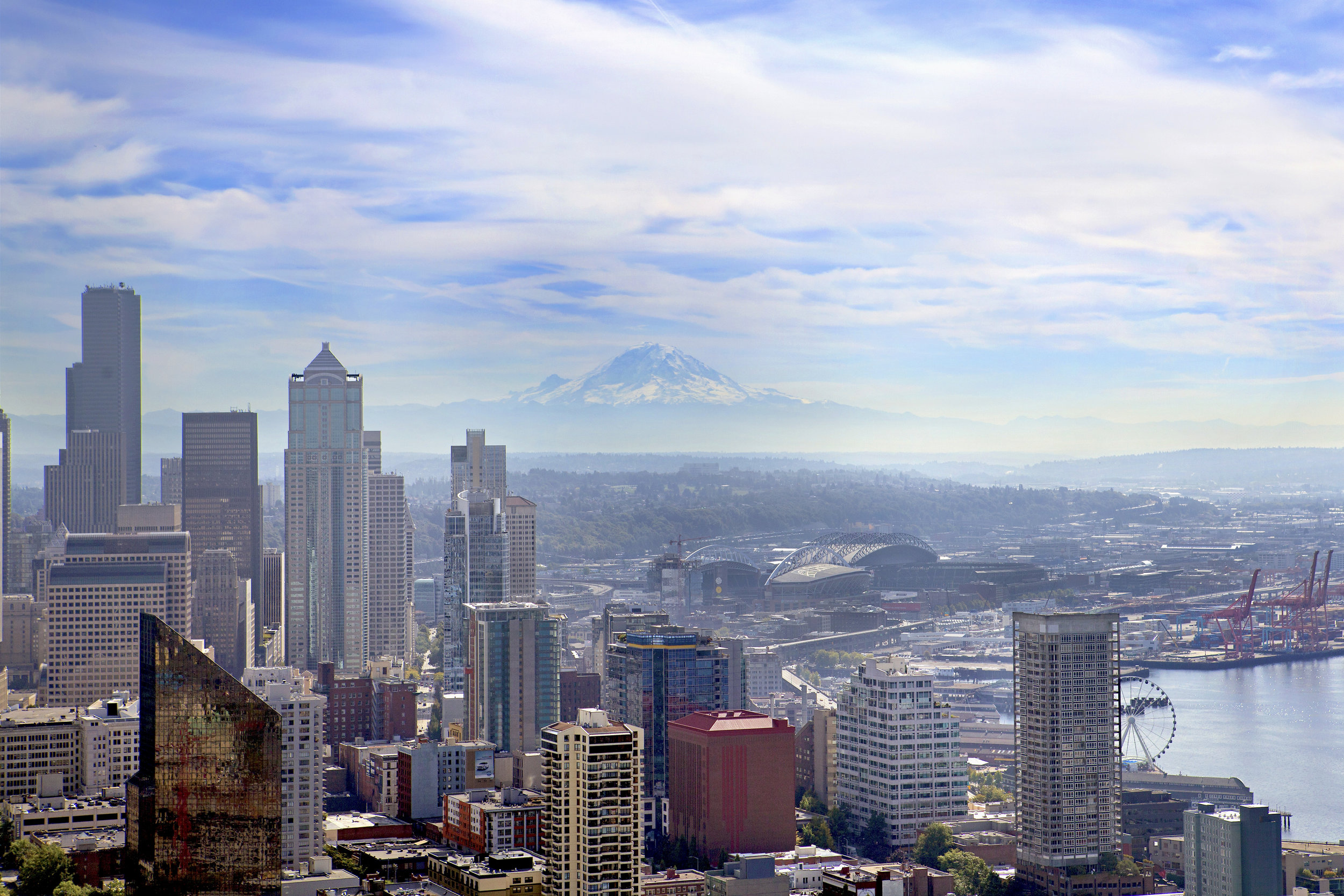Seattle-315 and Mt Rainier.jpg