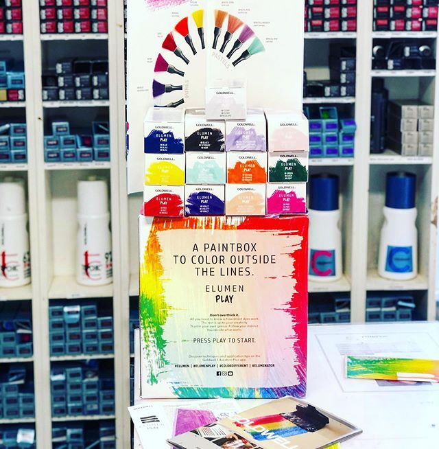 The best paint 🎨🎨🎨 has arrived! Who wants play and have some fun!!! ❤️🧡💛💚💙💜 🌈 #becreative #befun #coloroutsidethelines #goldwell #elumenplay #elumen #colordifferent #eluminator  #iamgoldwell