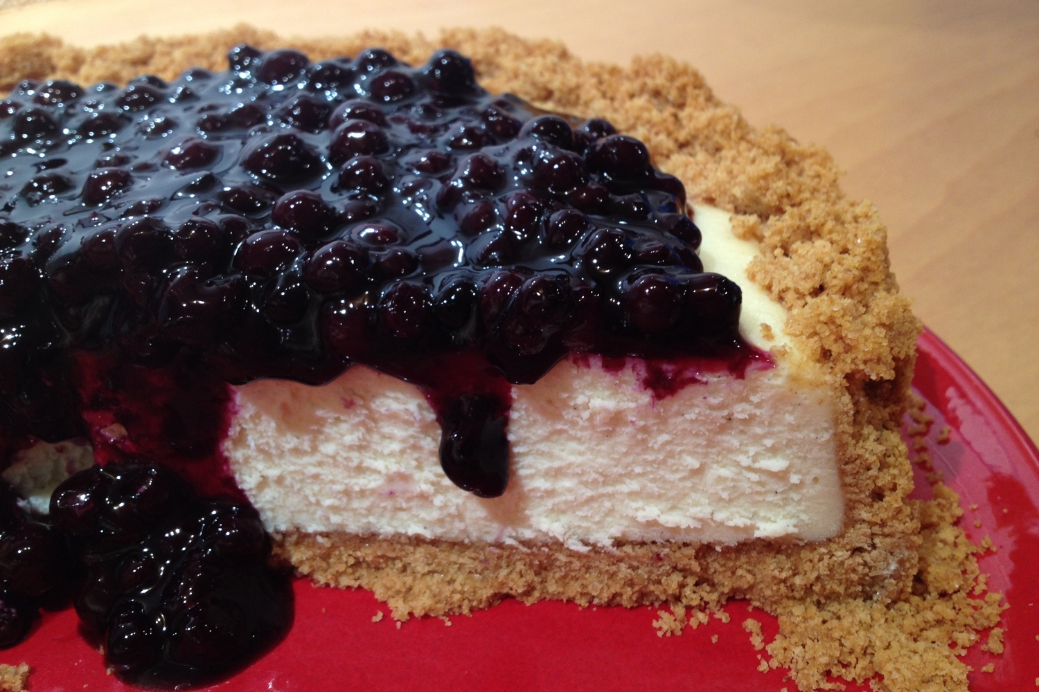 vanilla bean cheesecake with blueberry compote