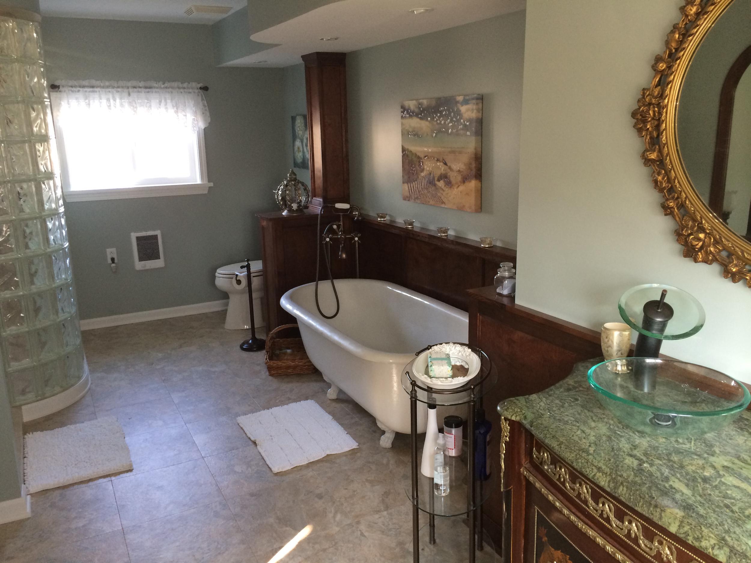 anniversary suite bathroom.jpg