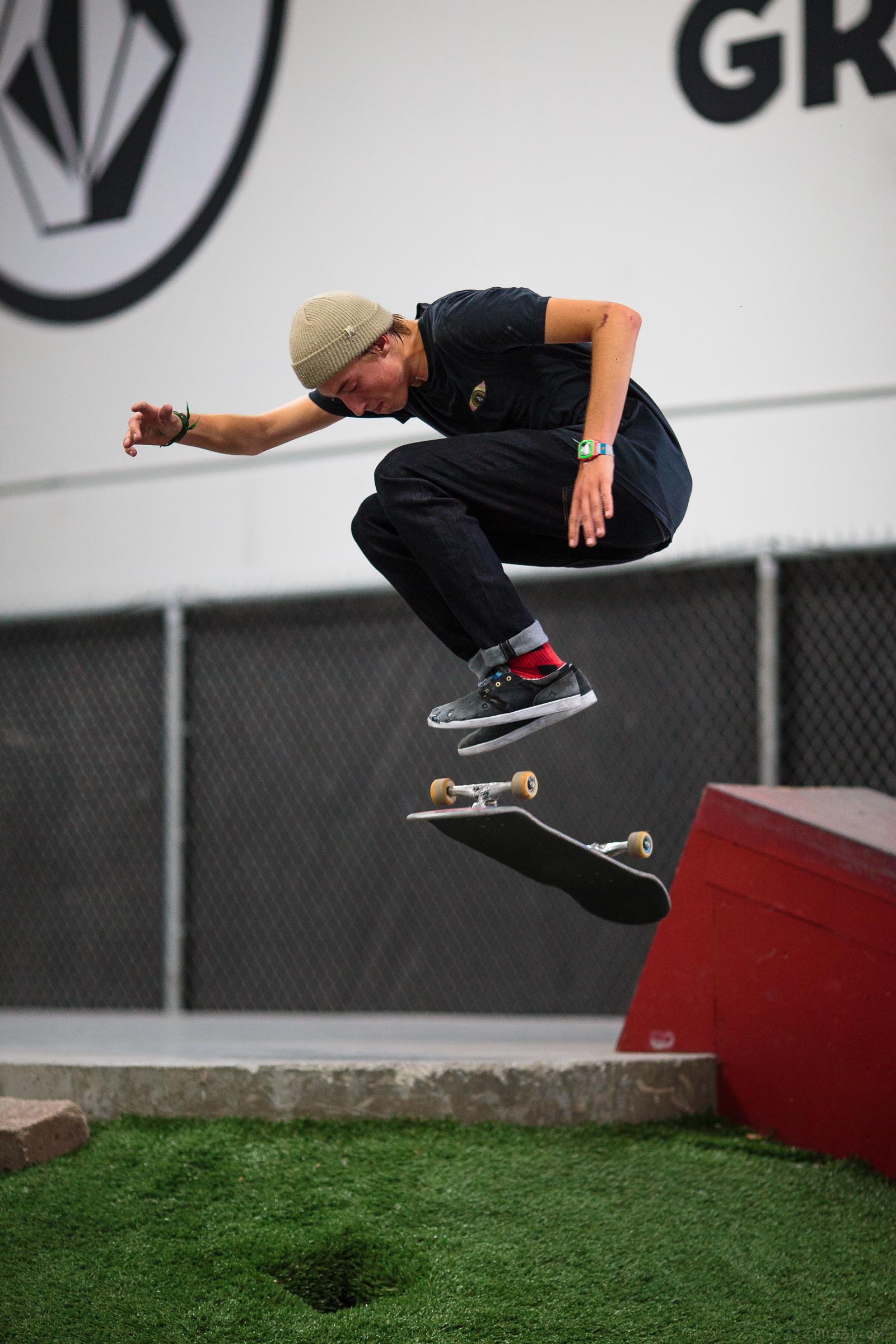 skate_gap_hardflip_riley.jpg