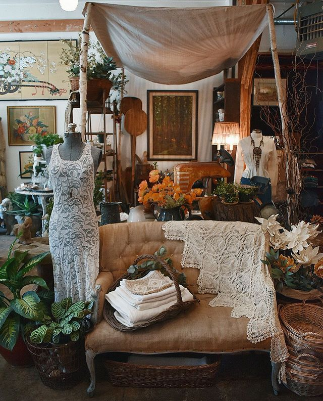 ✨✨✨Linens, laces and loveseats.✨✨✨ . . . #theseareafewofourfavoritethings #rubyrose805