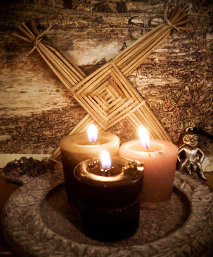 4153d29c3f927c6004f817481f6e8bdd--pagan-altar-pagan-decor.jpg