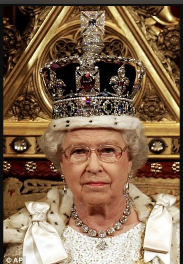 Queen Elizabeth wearing the Imperial State Crown.