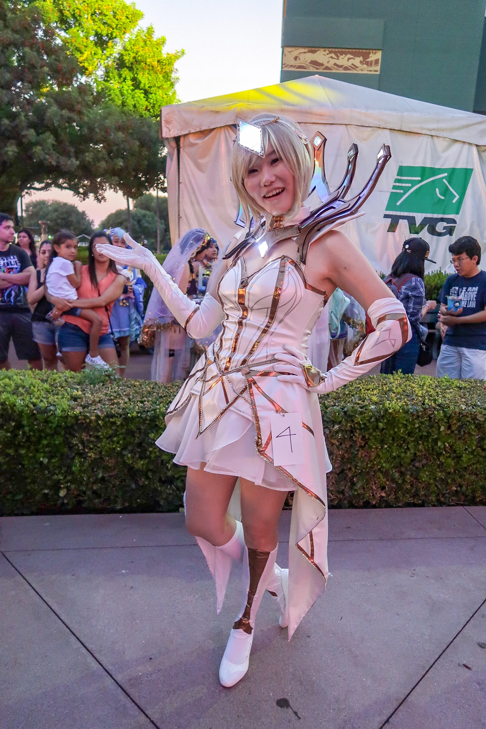 626-night-market-cosplay-contest-elementalist-lux.JPG
