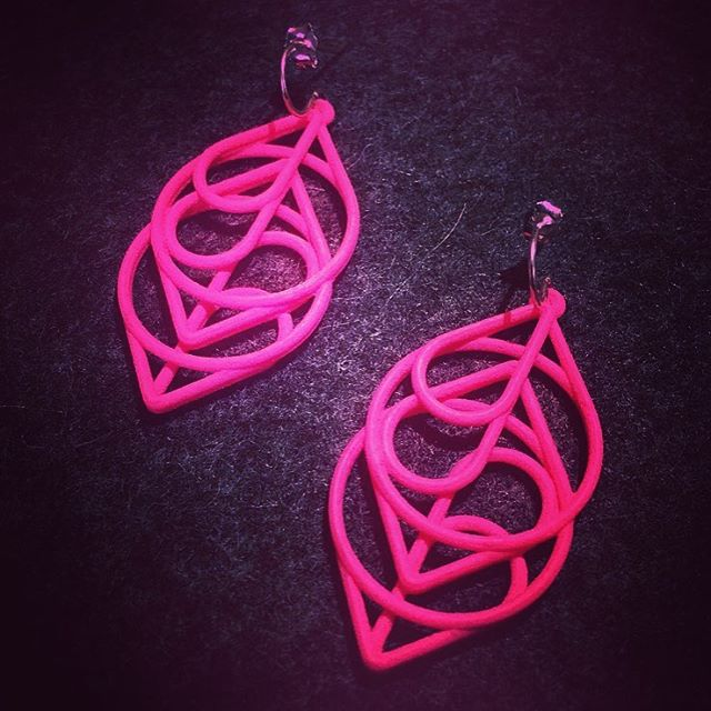 Pretty in all colors and especially in Pink. 💖 . . The Heart earrings in Pink @icaboston. . . . . . . . . . . . . .  #3Dprint #3Dprintedjewelry #3Dprinting #3Dprinted #sidehustle #success #jewelry #hoops #makers #makeraddictz #etsy #etsywholesale #sculpteo #shapeways #design #designers #accessories #boutique #jewelrygram #picoftheday #geometric #continuous #XLDesigns #icaboston #ica #xiomaralorenzodesigns #Boston #fashion #technology #heart