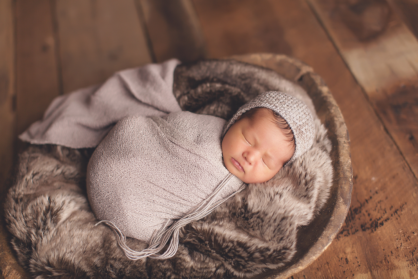 NEUTRAL BROWN AND GRAY NEWBORN PHOTOGRAPHY SESSION