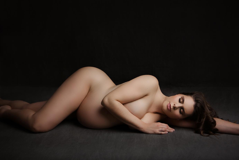 orange-county-maternity-photography-studio-irvine-nude-fashion-black-and-white-vogue-luxury.jpg