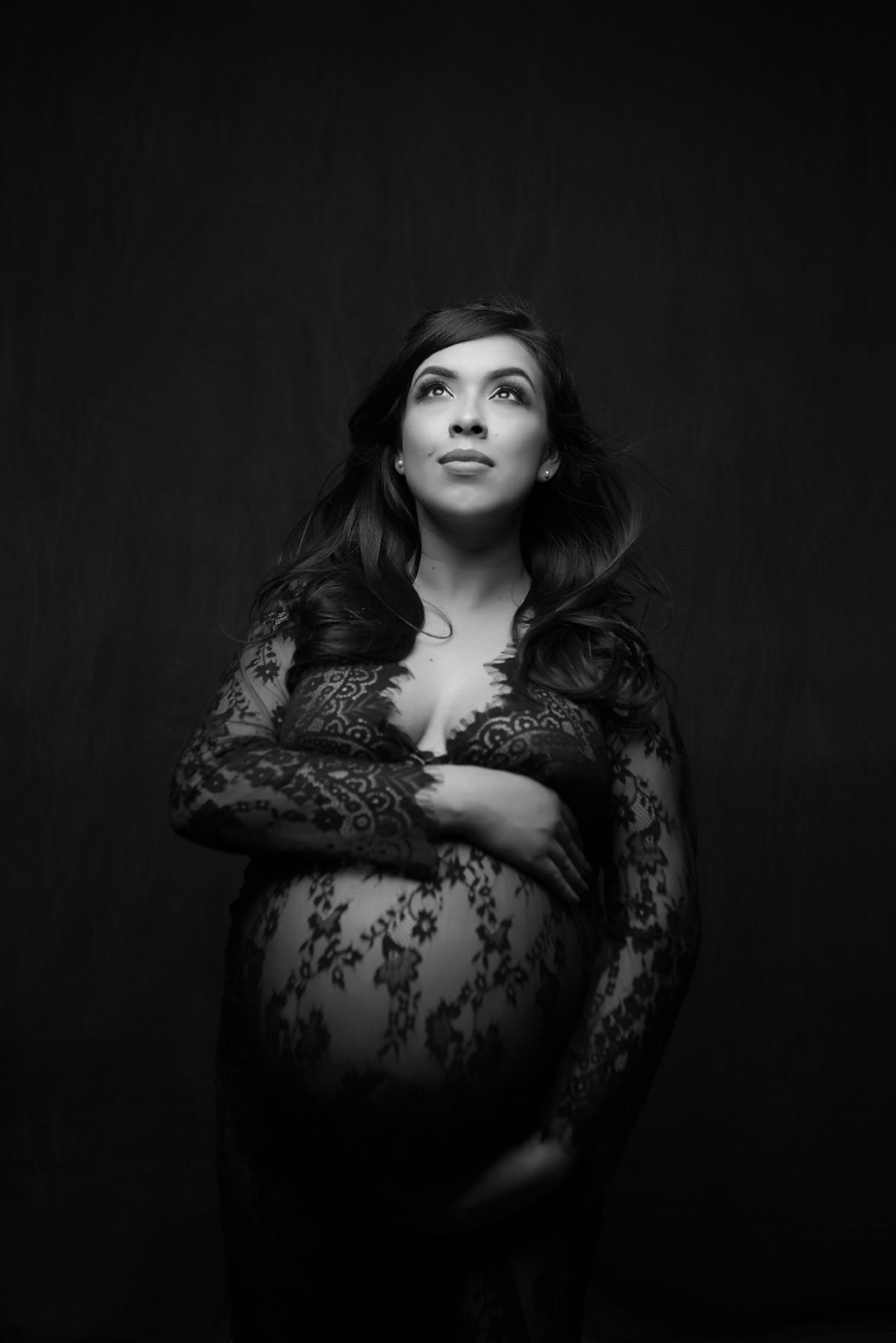 orange-county-maternity-photographer-irvine-studio-glamour-black-and-white-classy.jpg