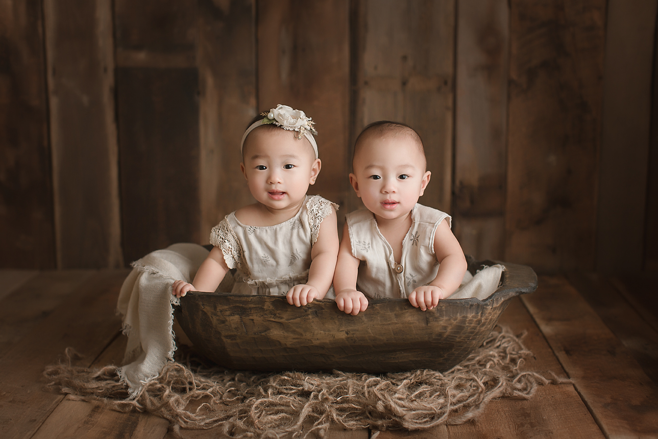 orange-county-twins-photographer-babies-boy-and-girl-irvine-organic-natural.jpg