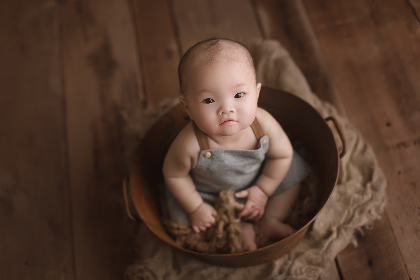 irvine-baby-photographer-orange-county-studio-organic-natural-barnwood-metal-tub-rustic.jpg