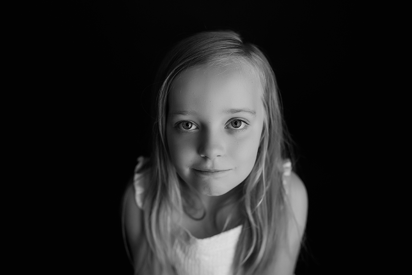 orange-county-child-photography-simplicity-black-and-white-headshot-girl.jpg