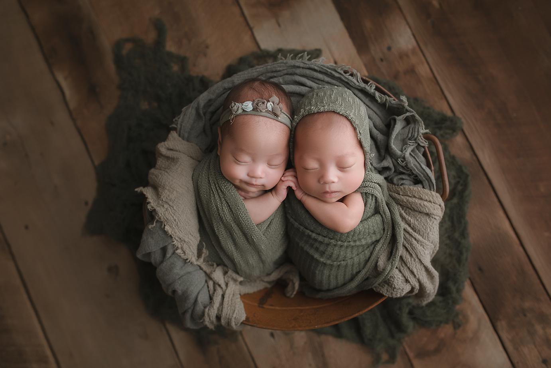 orange-county-newborn-twins-photographer-organic-natural-rustic-vintage-reclaimed-wood-bonnet-boy-girl.jpg