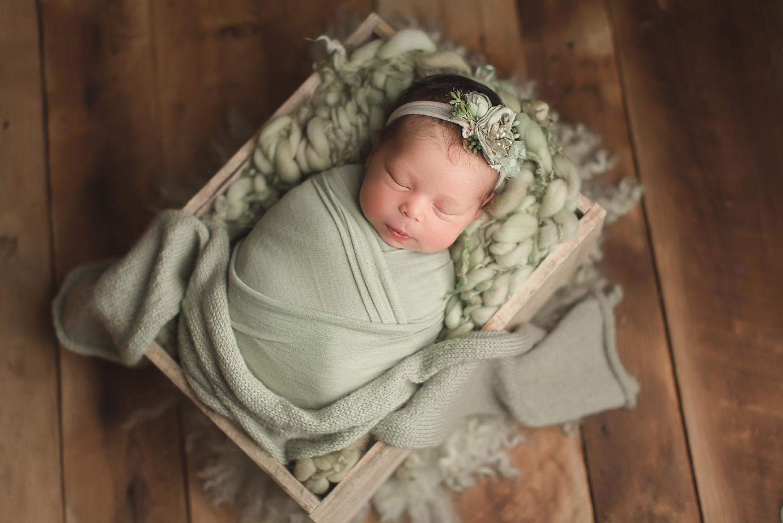 irvine-newborn-photographer-natural-green-organic-blankets-crate.png