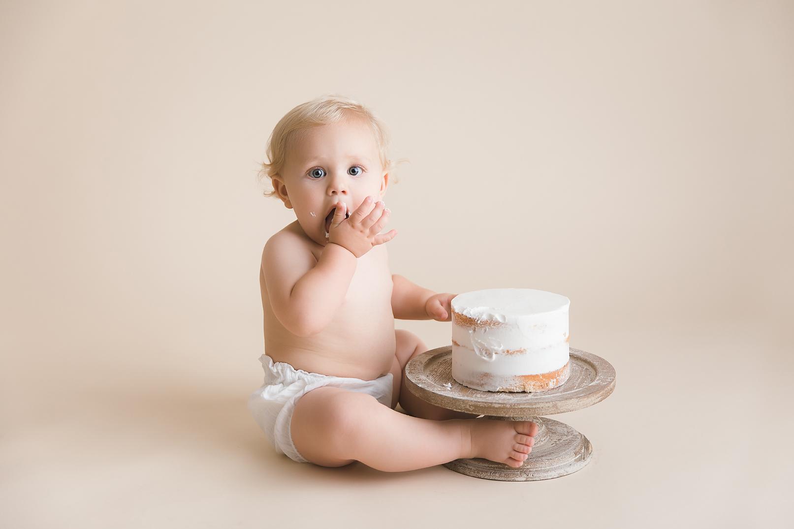 orange-county-simple-cake-smash-photography-white-natural-organic-irvine-studio.jpg