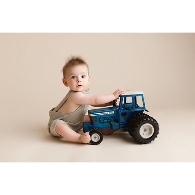 So much fun incorporating Dad's old toys into this little guy's shoot 🚜👶🏼 . . . . . #ocnewbornphotographer #orangecountynewbornphotographer #lanewbornphotographer #losangelesnewbornphotographer #vintage #vintagetractor #vintagetrucks #tractors #orangecounty