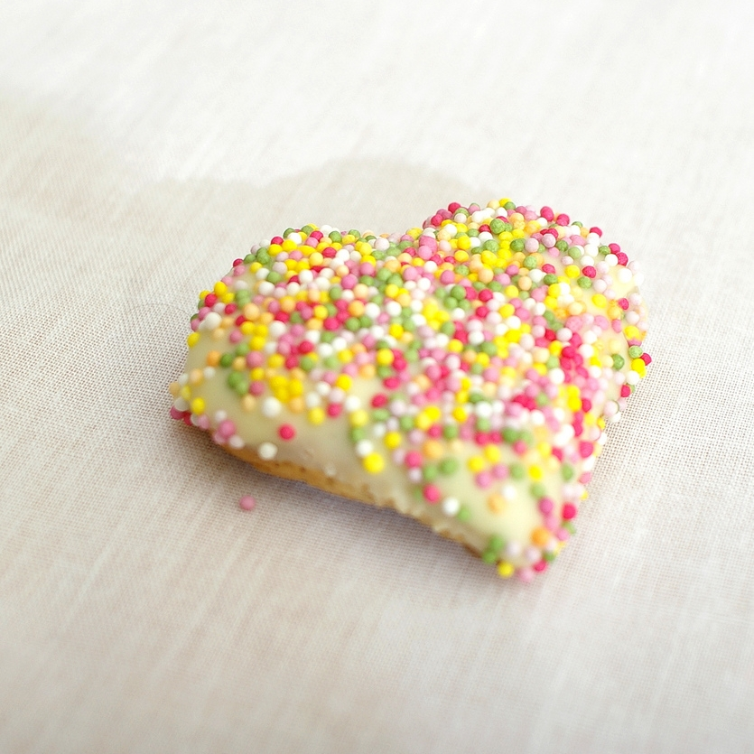 Jazzie Heart Biscuit by  Simon Cousins