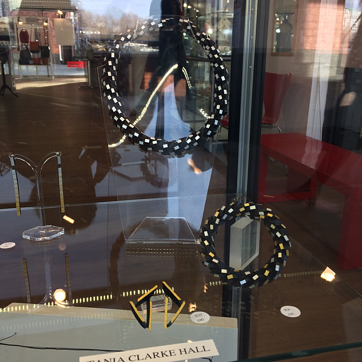 Dazzle Window - Twisted Up Necklace
