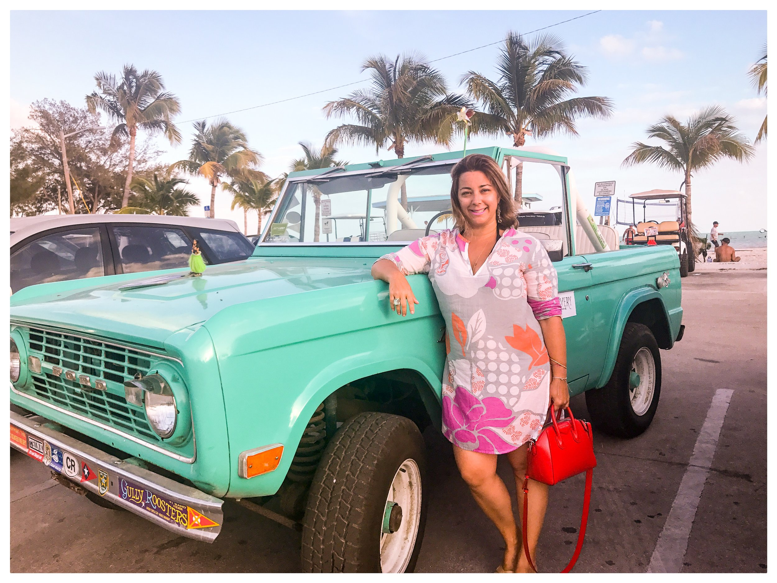 Colour clash in Key West  @sarzy7300  wearing the Lulu in Hibiscus Sunrise.