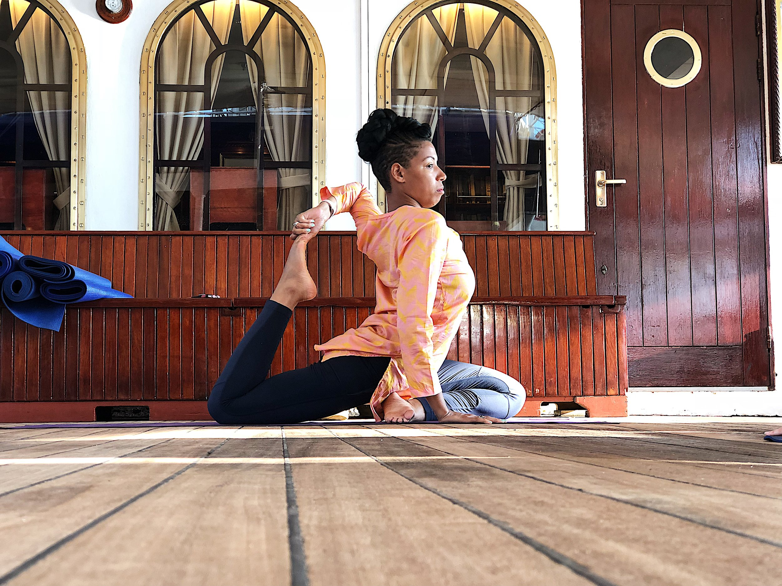 Yoga Goddess Allaya in the Lulu Tunic in Peaches and Dreams…..Full Pigeon Pose never looked so good. Photo Credit  @_dcampbellphotos