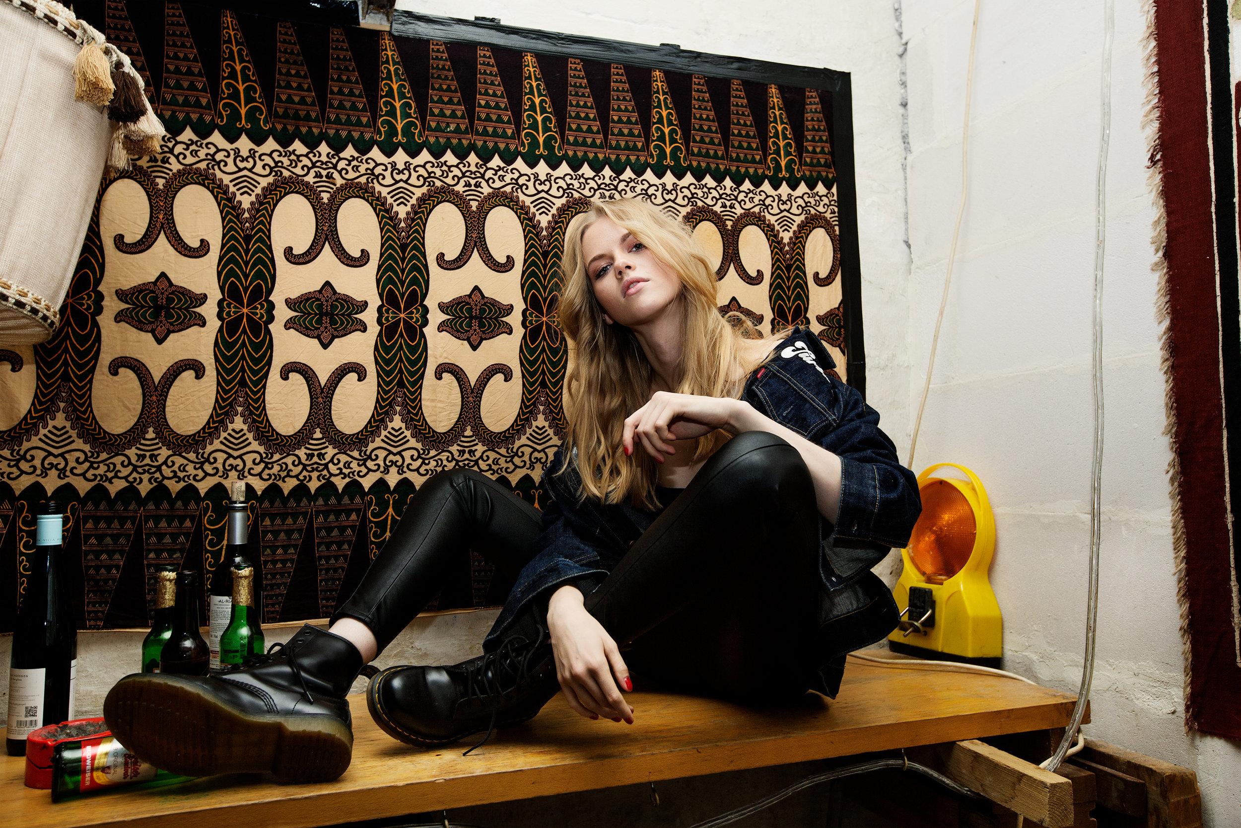 Top: Vintage, Pants: H&M,Jacket: Jugend Mode, Shoes: Doc Martens