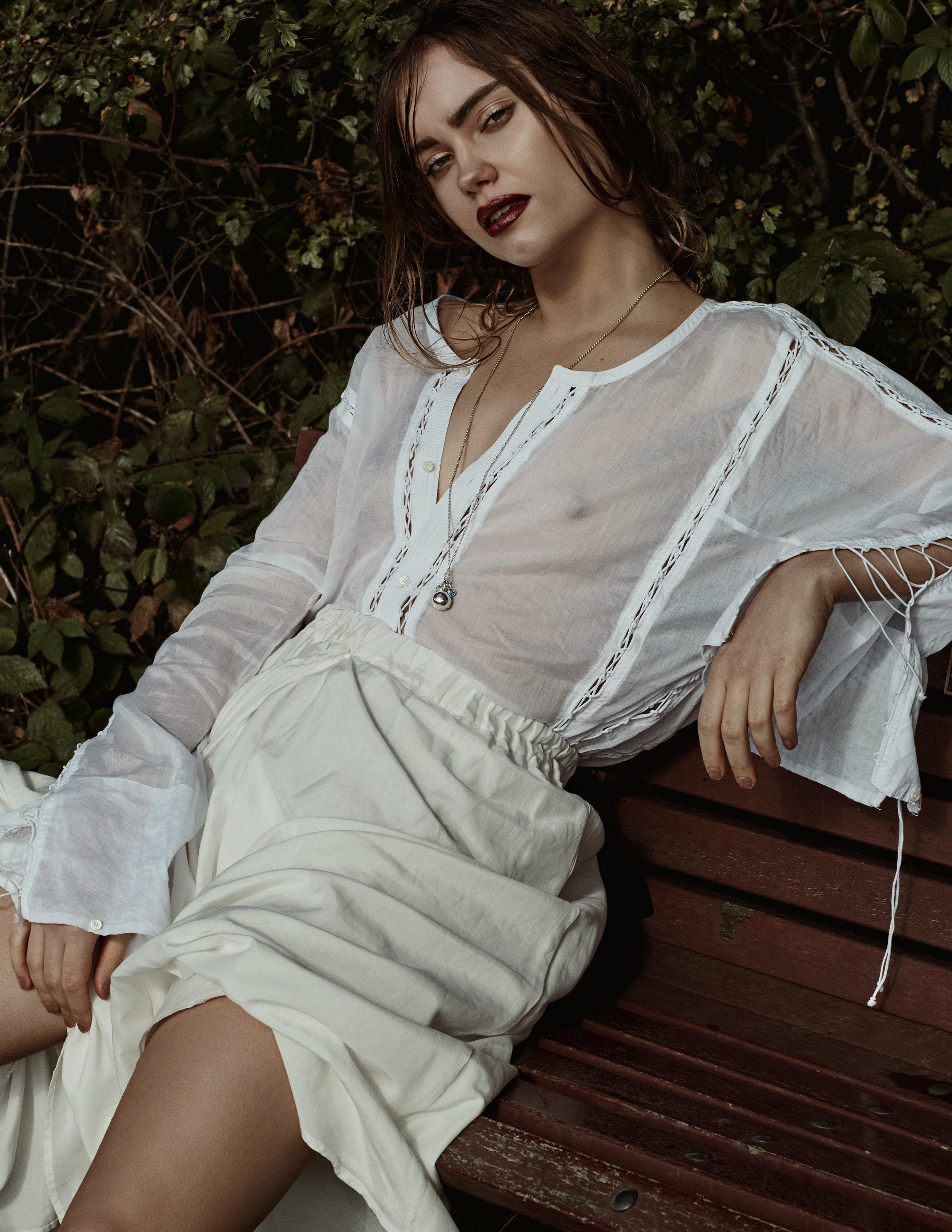Top: Di Liborio;Skirt: Renli Su;Necklace: Dinny Hall