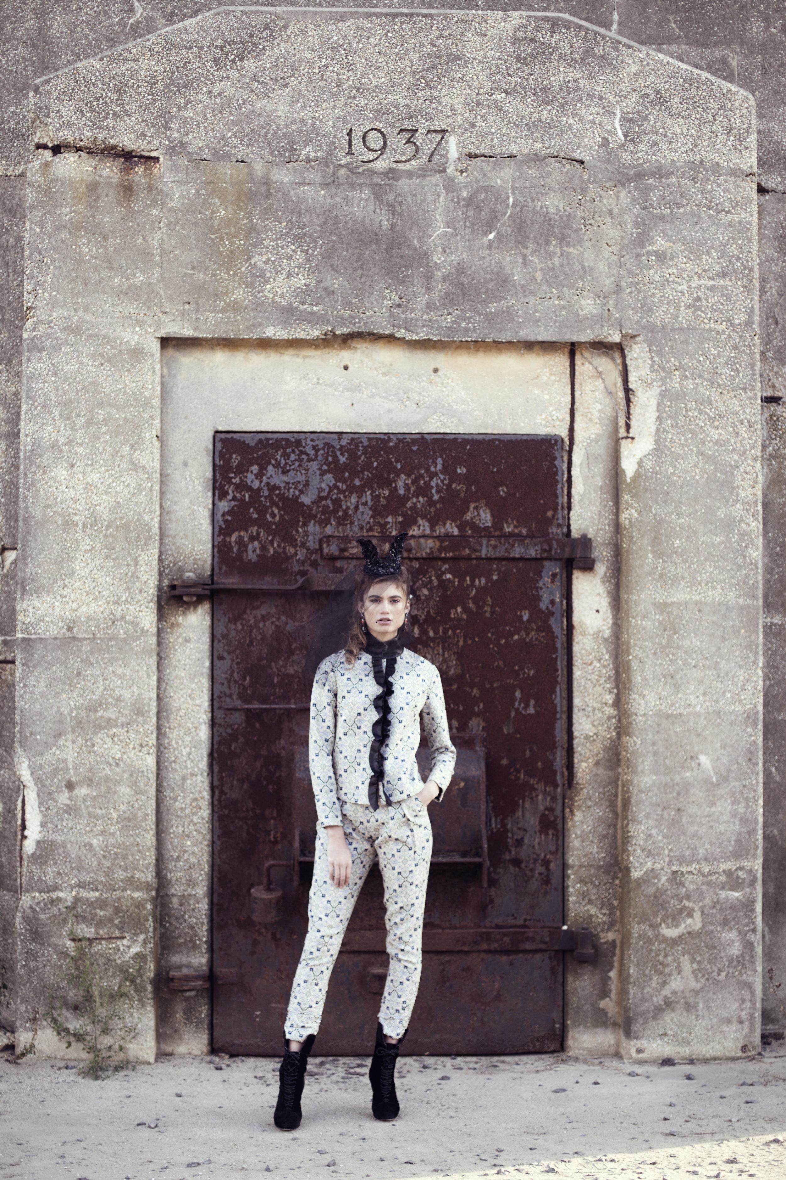 Co-ord: Vivienne Hu, Veil: Veritée Hill, Earrings: Deepa Gurmani, Shoes: Charlotte Ronson