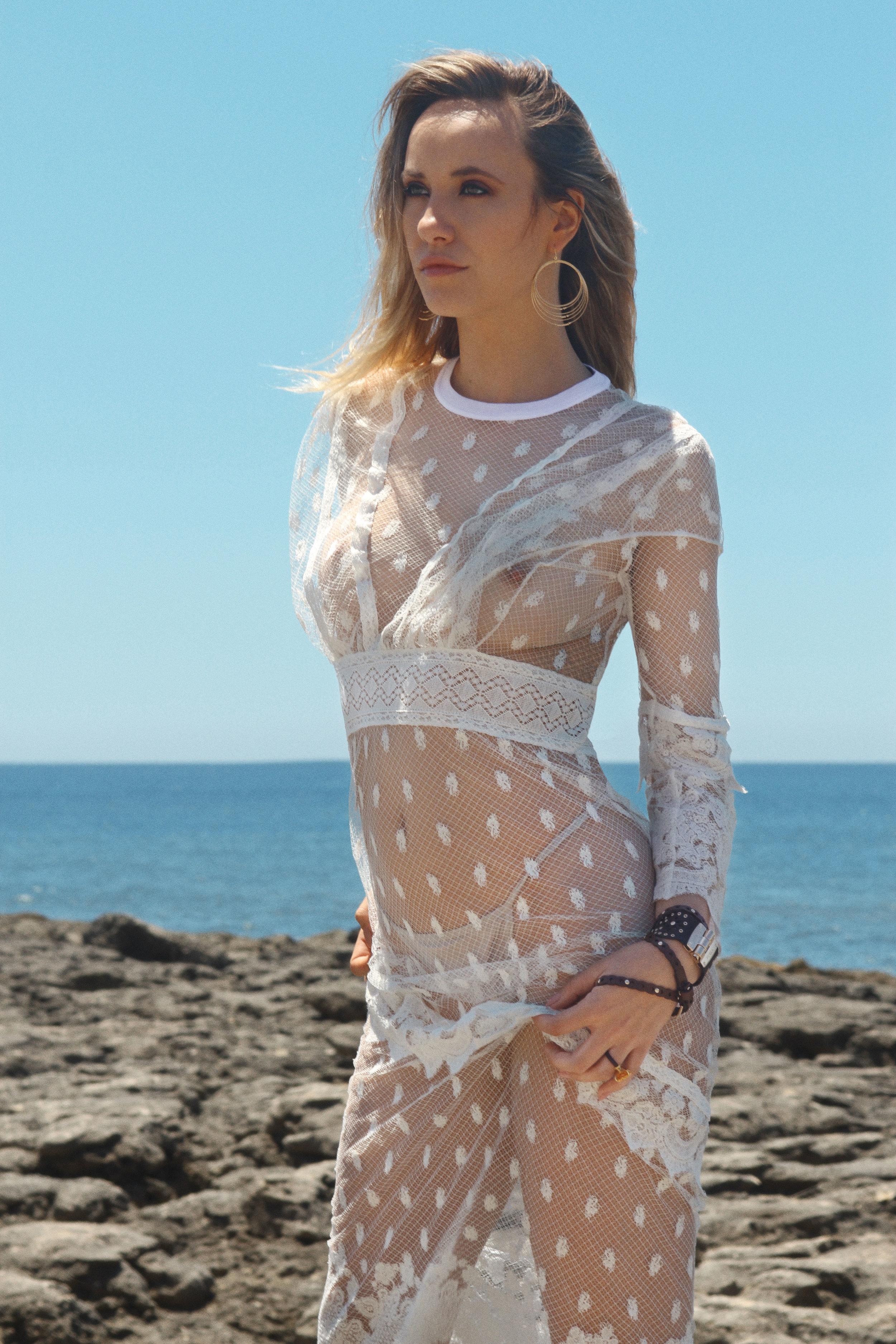 Lace dress Burberry, Leather bracelets Furla, Ring TOUS, Earrings Accessorize