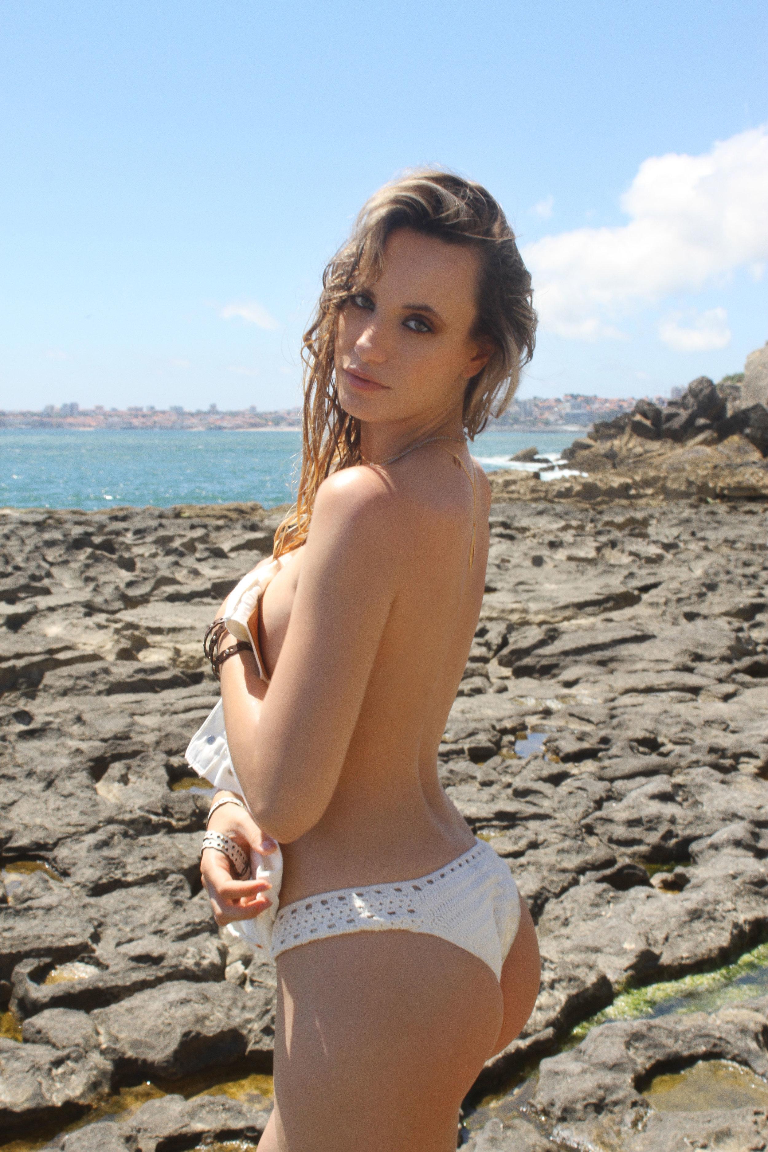 Bikini bottom Cru Swimwear, Denim shorts Levi's, Bracelets Furla