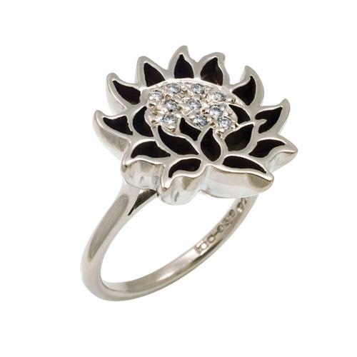 Louisa: white gold,diamonds.