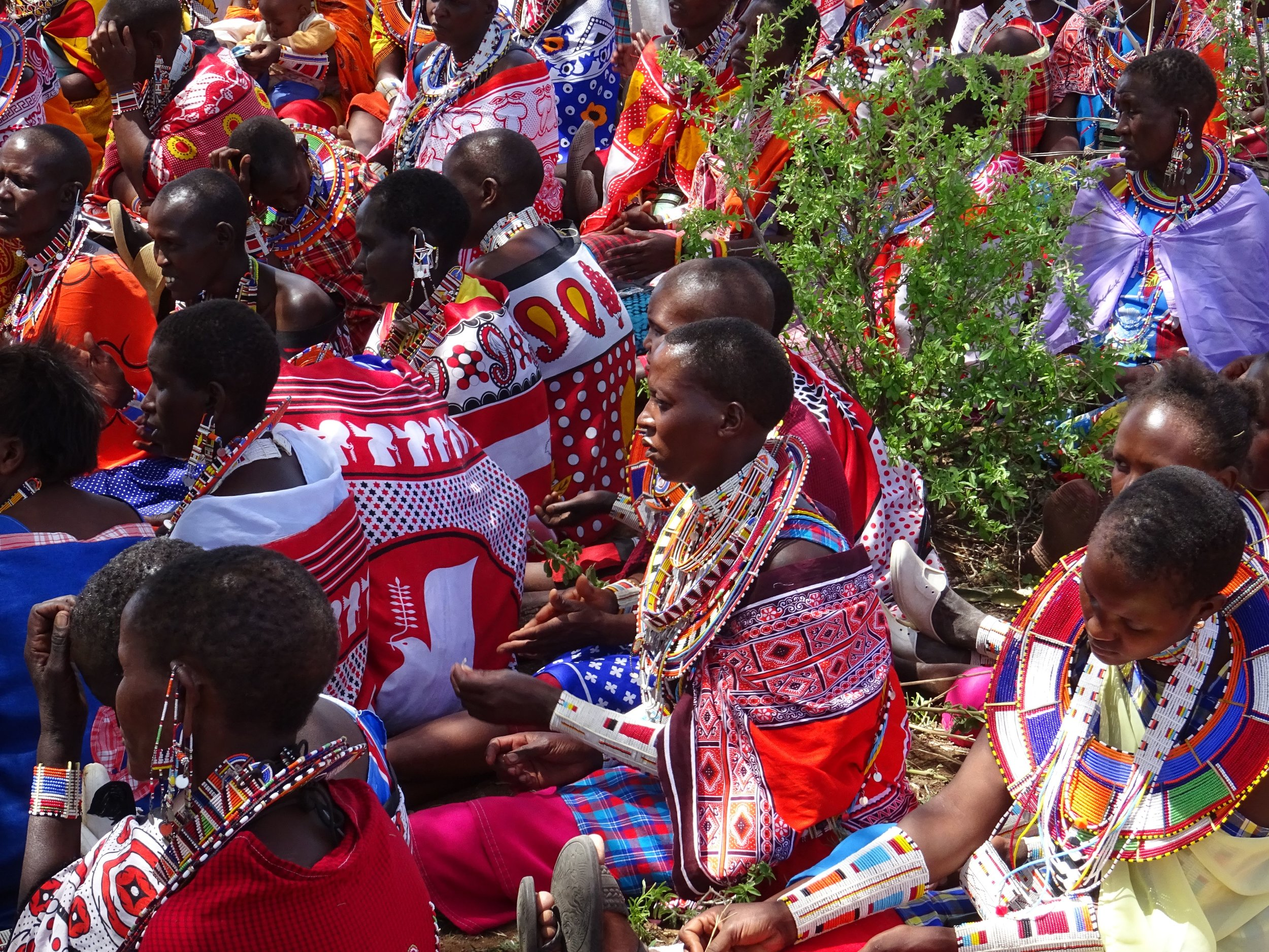 Maasai-women-collect-wate-007.jpg