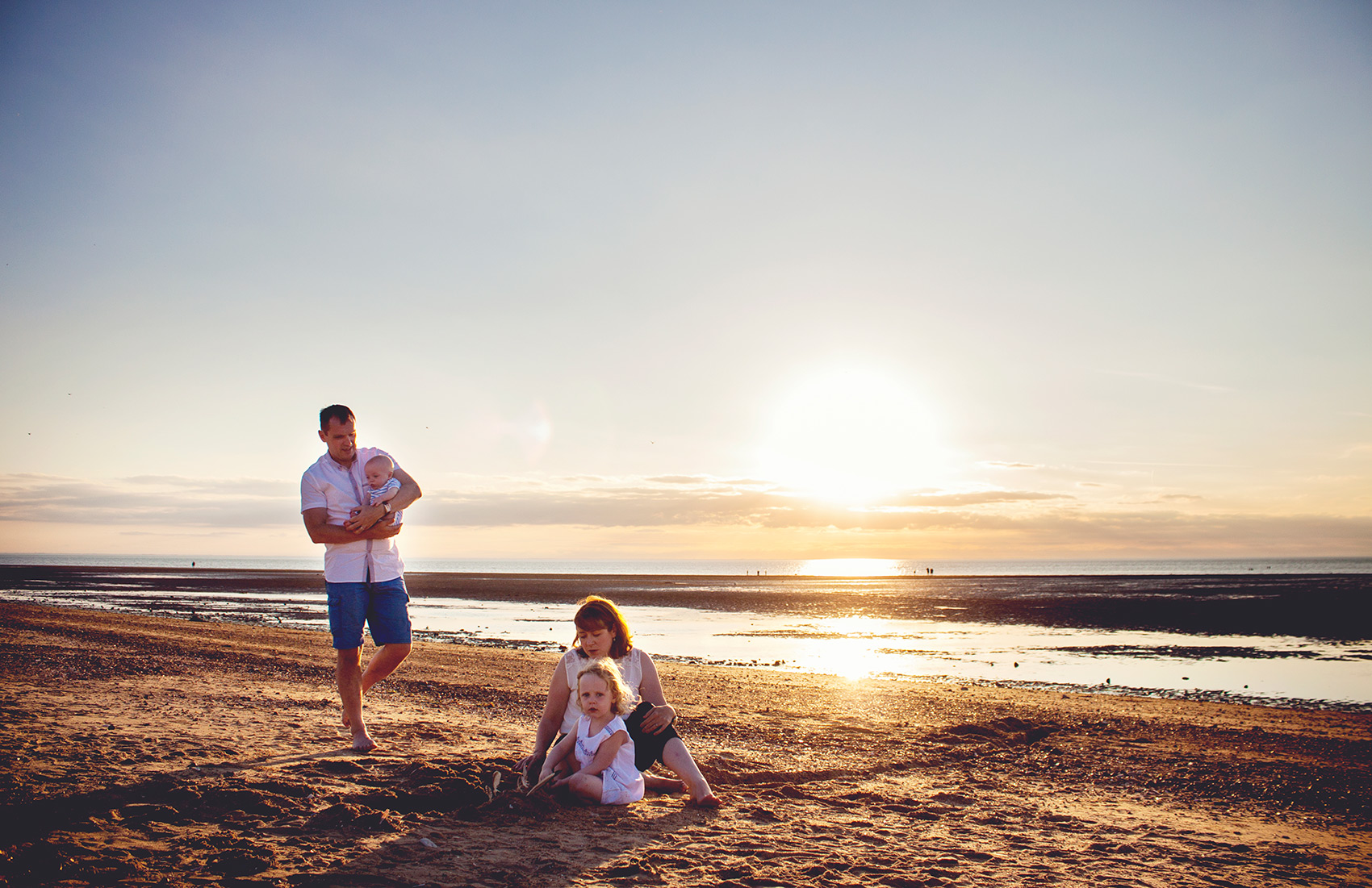 (c) Esther Wild Photographer, Kings Lynn and West Norfolk. Family Session Outdoors, Hunstanton Beach.