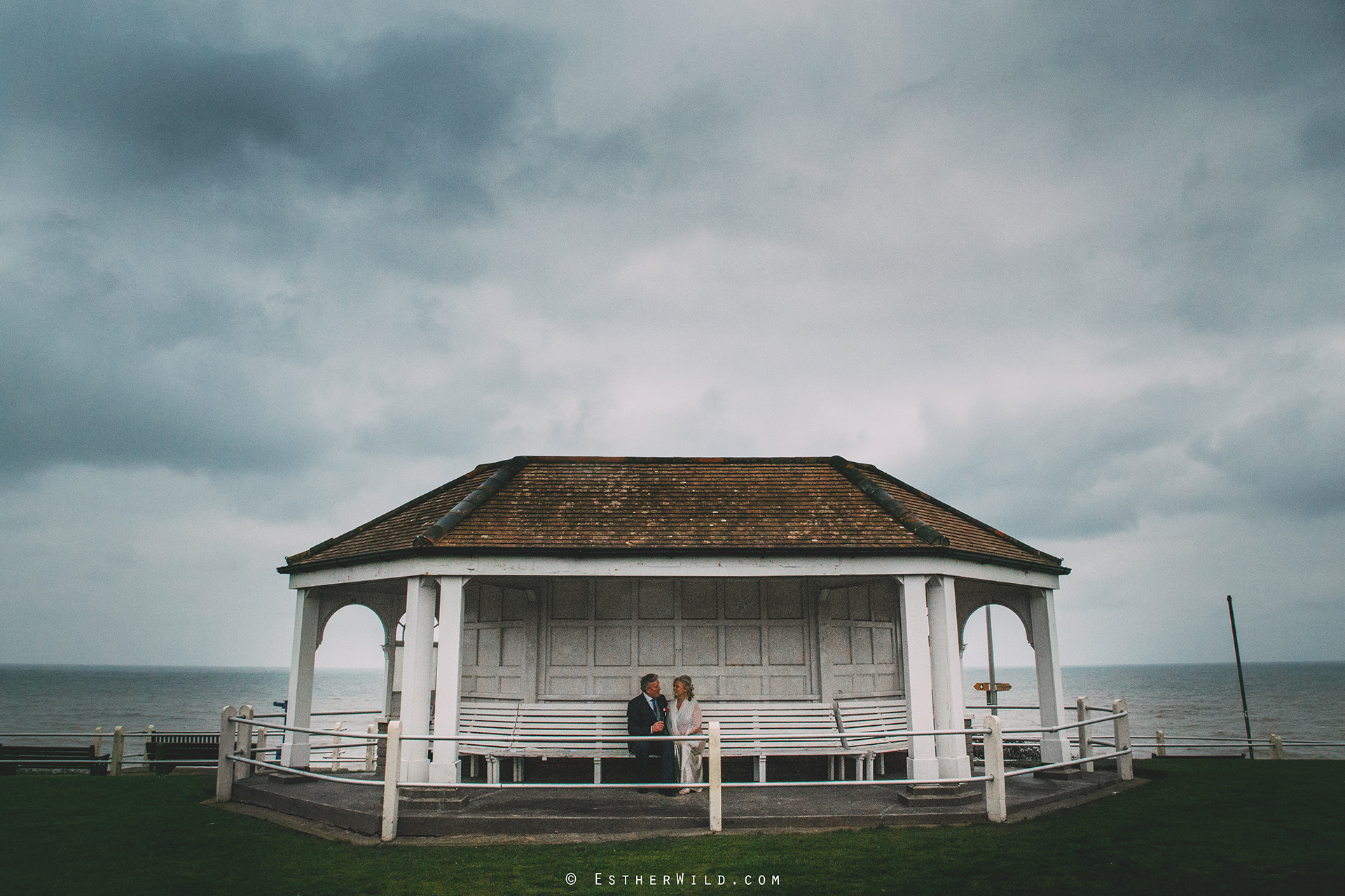 0217_Cromer_North_Lodge_Rocket_House_Wedding_Esther_Wild_IMG_4445.jpg