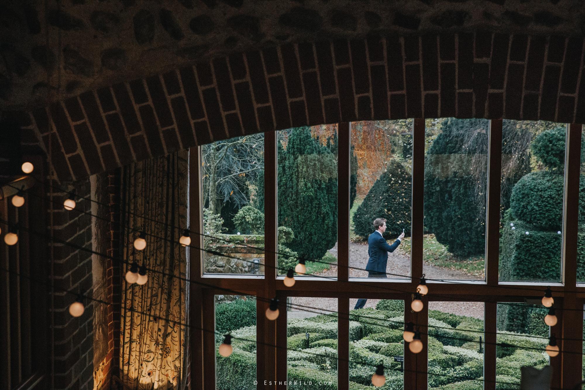Wedding_Photographer_Chaucer_Barn_ Norfolk_Copyright_Esther_Wild_